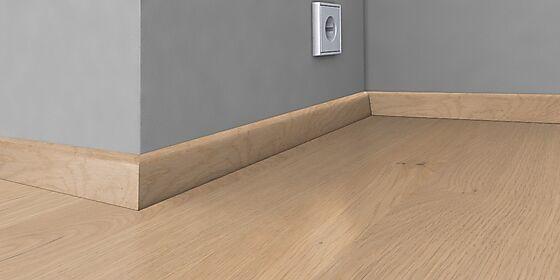Sokkellist finert og hvitlasert 19x40x2400 mm, eik Brigthon/Sorrento/ Porto
