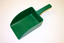 PLASTIC SCOOP-MEDIUM SIZE thumbnail